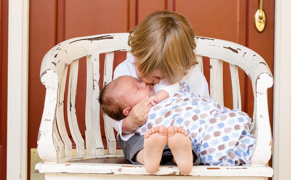 늦둥이 동생을 둔 사람만 이해할 수 있는 20가지 순간